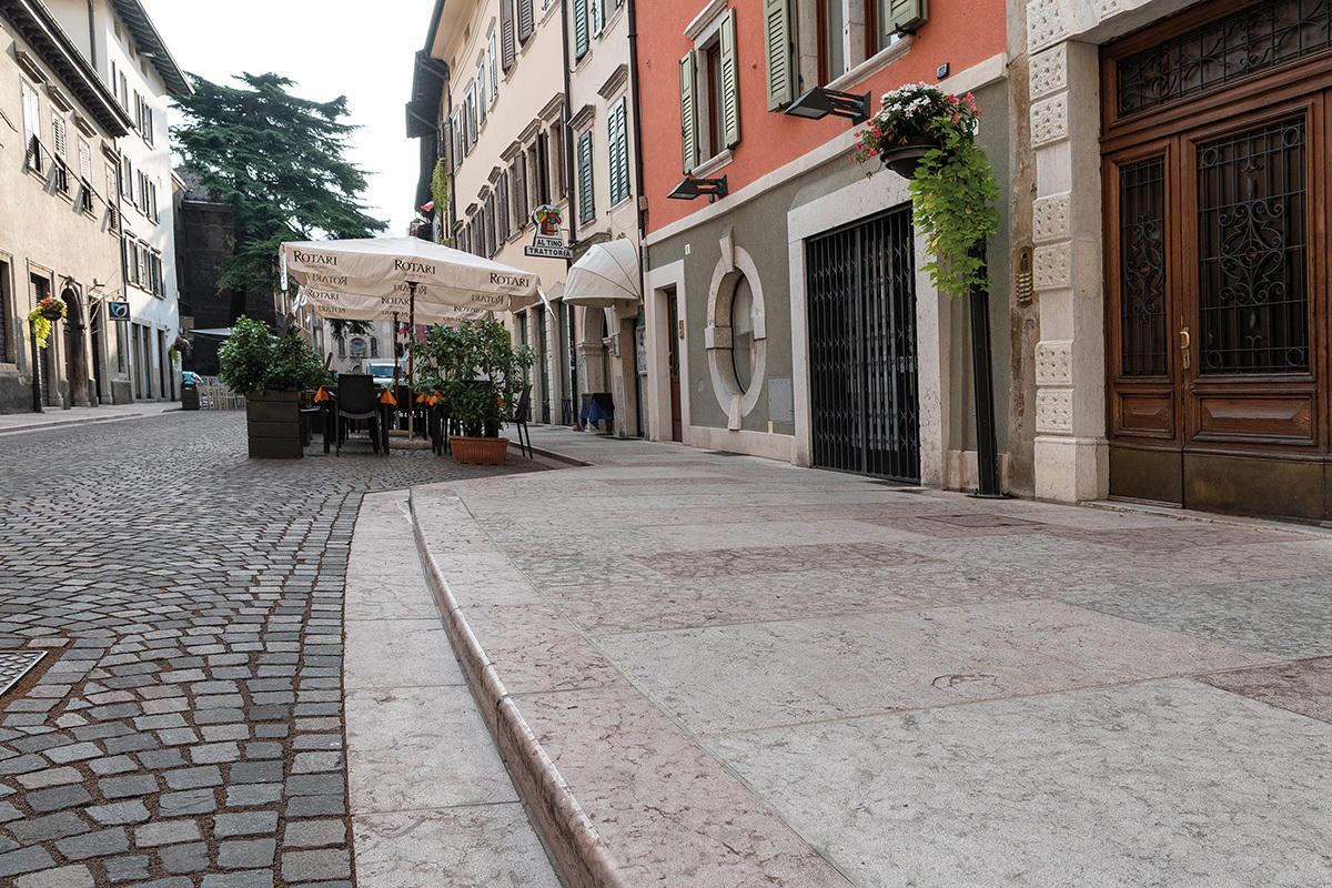 Quintarelli Pietre e Marmi: Pietra della Lessinia, Verdello Trento, Rosso Trento